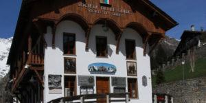 La sede delle Società delle Guide di Courmayeur, prima fondata in Italia