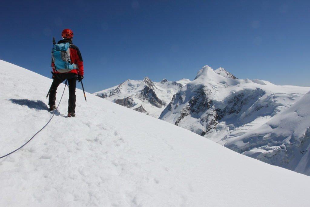 Sguardo sulle vette del Monte Rosa dalla cima della Roccia Nera
