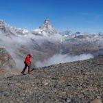 In-cammino-davanti-alla-Gran-Becca-sulla-cresta-sommitale-del-Mont-Rous.-Foto-Simone-Bobbio-2