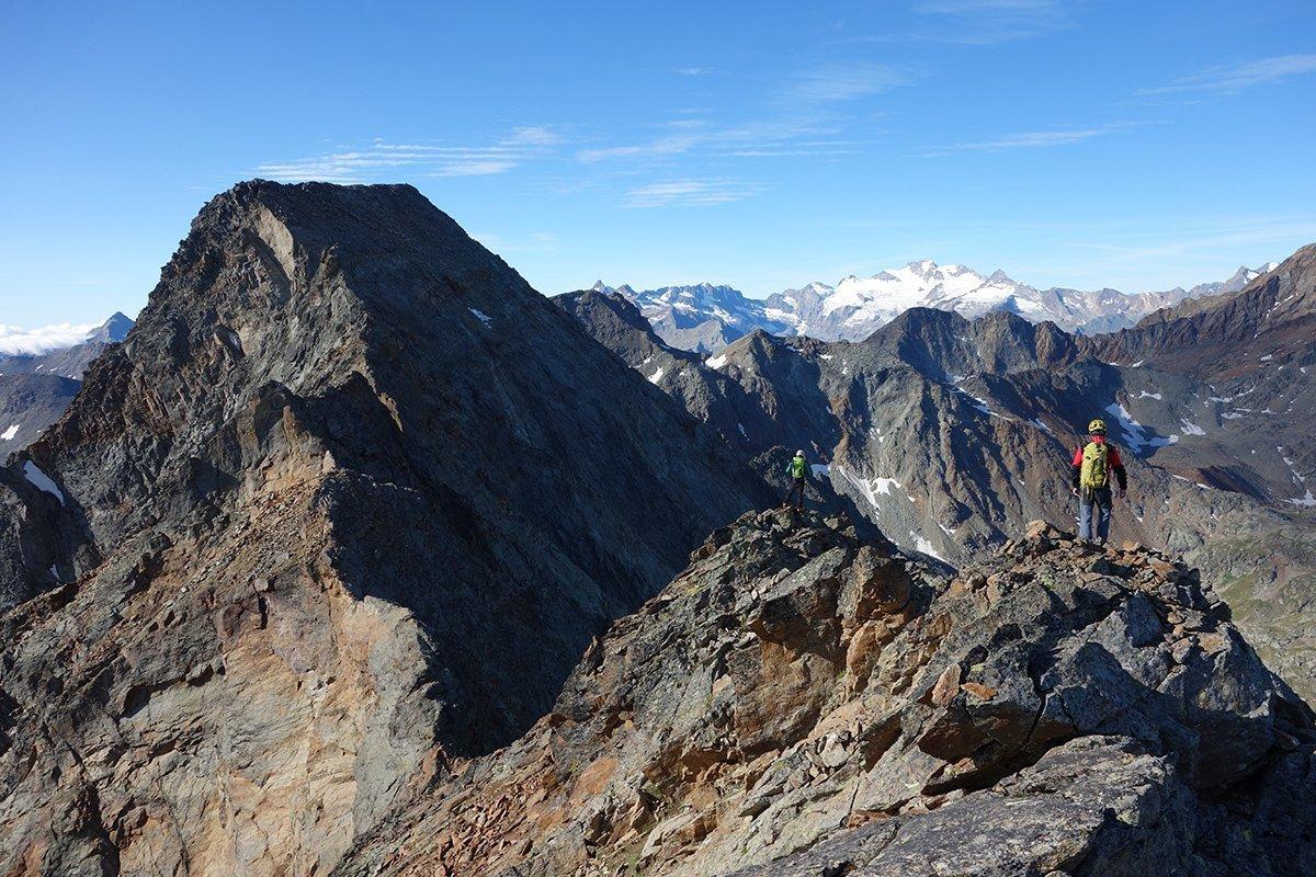 Tra-creste-traversate-e-vie-normali-alpinistiche-sull-Emilius-Avic